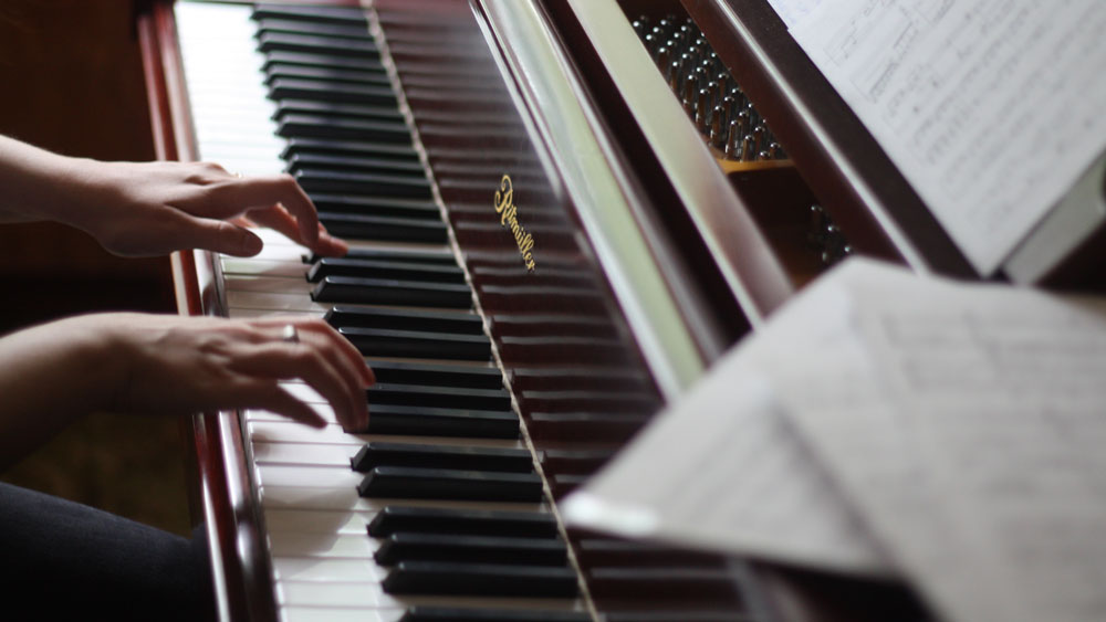 Dominando as teclas. Como aprender a tocar teclado pode melhorar o seu cérebro